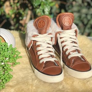 🍁🍂Tory Burch Tan Leather Sneakers Sz 6🍁